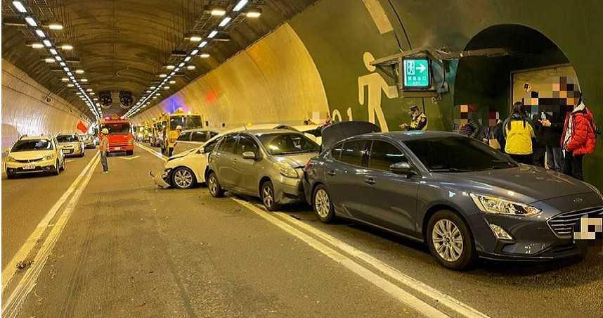 連假首日就出事!國3中寮隧道5車連環撞 車流回堵10公里