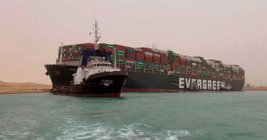長榮擱淺貨輪「局部脫淺」!長賜輪移岸邊  蘇伊士運河有望恢復通航