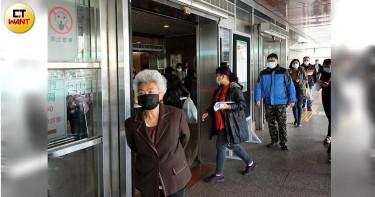 國外新冠肺炎疫情升溫 外交部加發口罩到駐外館處