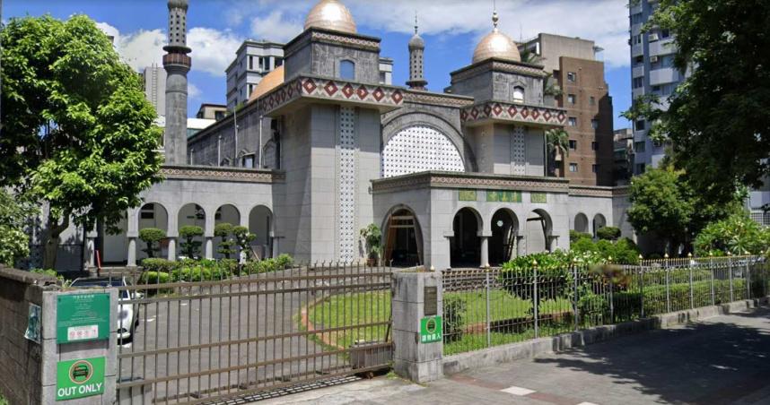 確診機師16日出現症狀「下午還到台北清真寺」!當天活動有400人