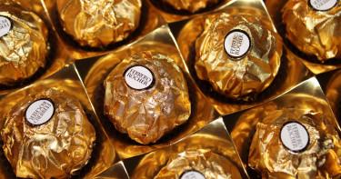 「金莎大盜」狂嗑3000顆巧克力 到案腫一圈警竊笑