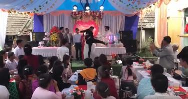 婚禮台上羞辱新娘窮 不能對自己爸爸出手…新郎踹翻香檳塔出氣