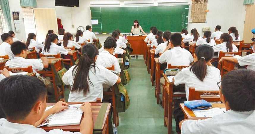 國高中改「9點半到校」吵翻! 網攤開「全球上課時間」嘆:台灣根本血汗學生