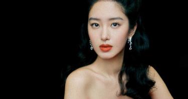 劉亦菲乾爹傳娶小30歲「空靈女神」 女星卻抱腿泣訴這樣說