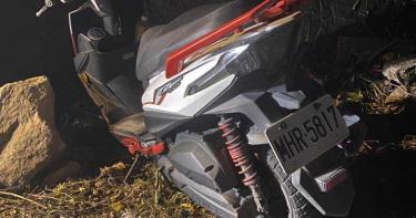 騎士闖中橫管制站 撞傷2人棄車逃逸