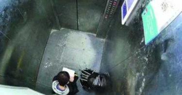 「淡定小弟」困電梯!霸氣當自修室用「算數學」 副校長超感動