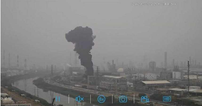 空品雪上加霜!高雄亞聚公司排黑煙 造成空汙罰153萬