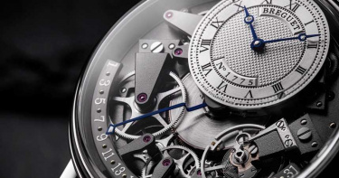 古典底蘊和諧重生!寶璣「7597 Tradition傳世」系列日期逆跳腕錶 懷錶靈魂下的究極對稱美學