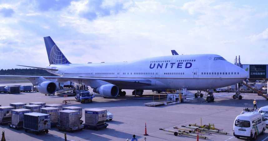 新冠病患猝死美聯航機上 乘客挺身急救疑似遭到感染