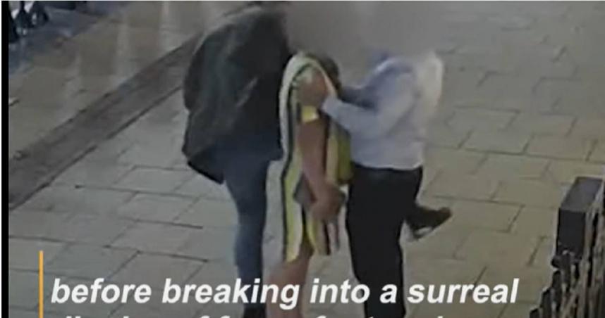 「歌舞大盜」抬腿狂蹭路人偷名錶 怪異行竊技巧連警都認:超高難度