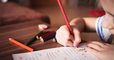 女老師爆氣拖行痛毆9歲童 安親班瞎辯「癲癇發作」