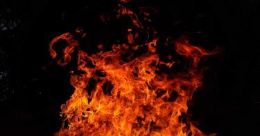 女憂心疫情「認為是政府騙局」!封城期間點火自焚 全身83%燒傷身亡