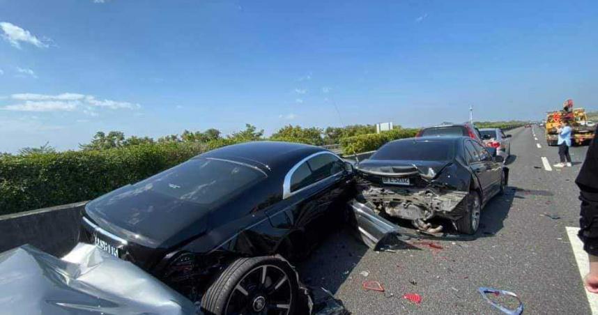國道「噴錢車禍」!撞上這輛車全家要賣腎了...
