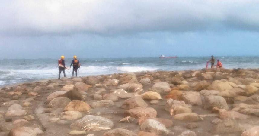 旗津區貝殼博物館前海域驚傳父子落水 2人尚未被尋獲
