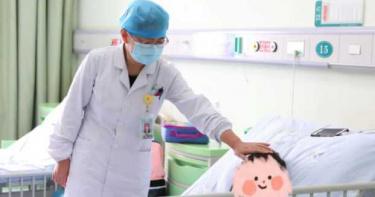 女兒養7年!下腹冒腫塊開刀 醫一檢查傻眼「她是男生」父母秒崩潰