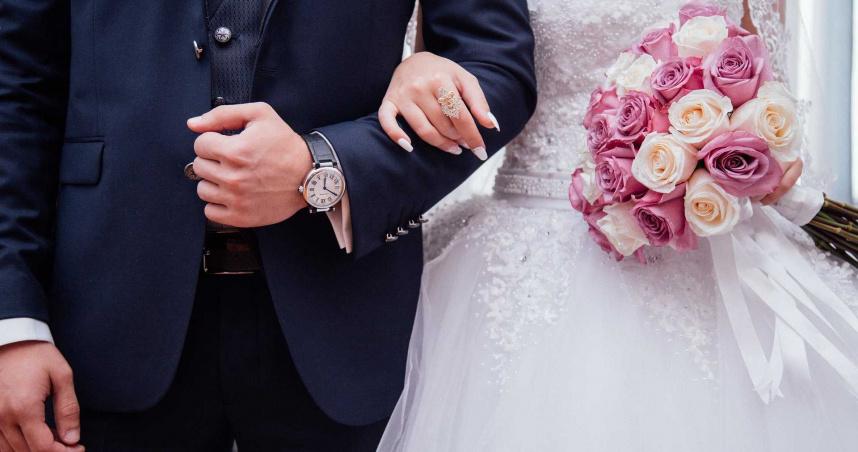 新郎與伴娘有一腿!新娘進教堂前才知...氣炸取消婚禮撩白紗走人