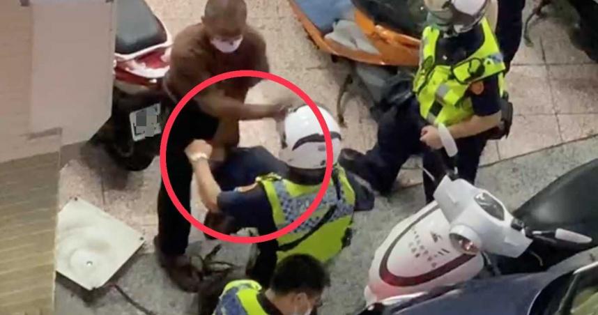 回收男嗆警「你是狗嗎」遭踹腹部膝蓋壓頭 目擊民眾質疑:執法過當