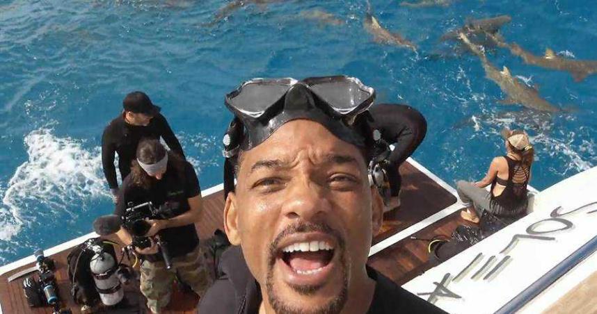 威爾史密斯克服恐海症 為節目下海摸鯊魚