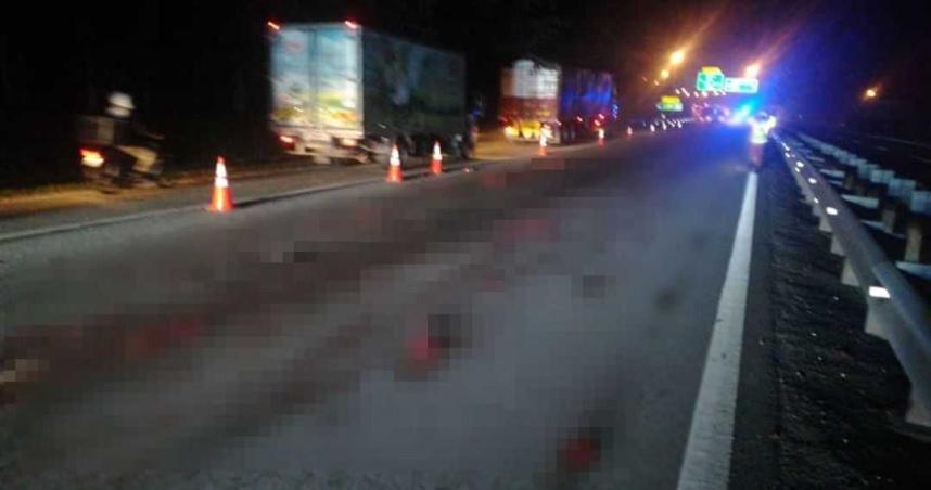 男疑超速撞倒在地遭後車輾壓「血肉橫飛」 警消耗費3小時撿取蒐集