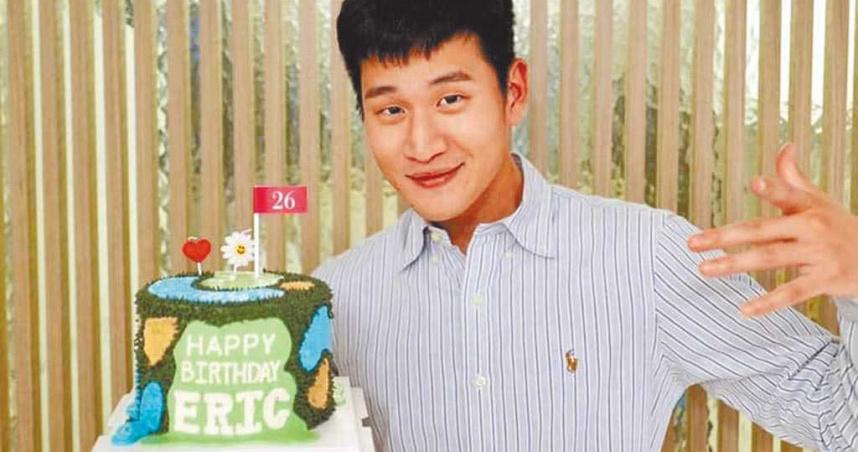周興哲26歲慶生大方放閃 趙岱新小鳥依人靠肩上