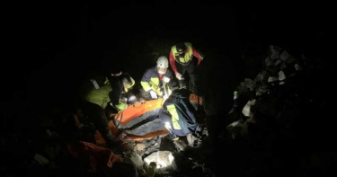 男中橫山區看夜景突中風 警消徒步救援6小時救回一命