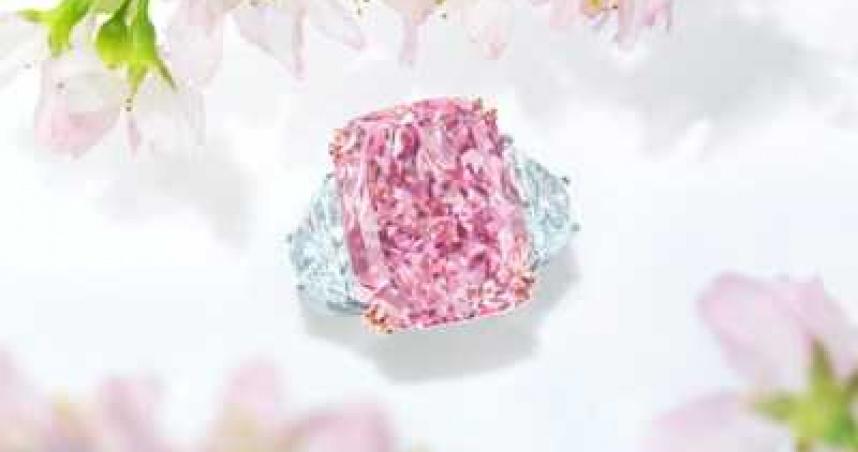 世界最貴紫粉紅鑽石「櫻花」 拍賣會拍出8.1億天價