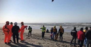 遊客玩高空拖曳傘 掉落海面警消急搜救