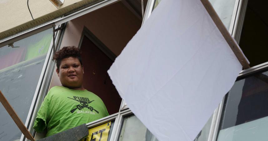 大馬封城無臂男無收入!窗外掛上白旗…隔天滿滿物資送上門
