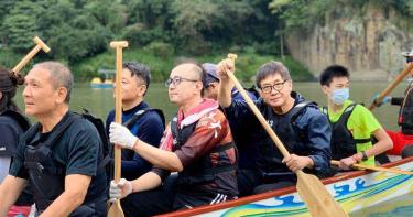 72歲梁修身突破自我學划龍舟 嚮往街頭藝人勤練薩克斯風