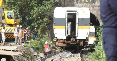 台鐵發出「工程車落軌」警報!司機員來不及煞 撞擊前10秒內幕曝