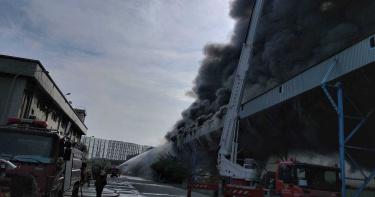 嚇!台中火力發電廠火警黑煙狂竄 「輸煤皮帶」摩擦起火釀災