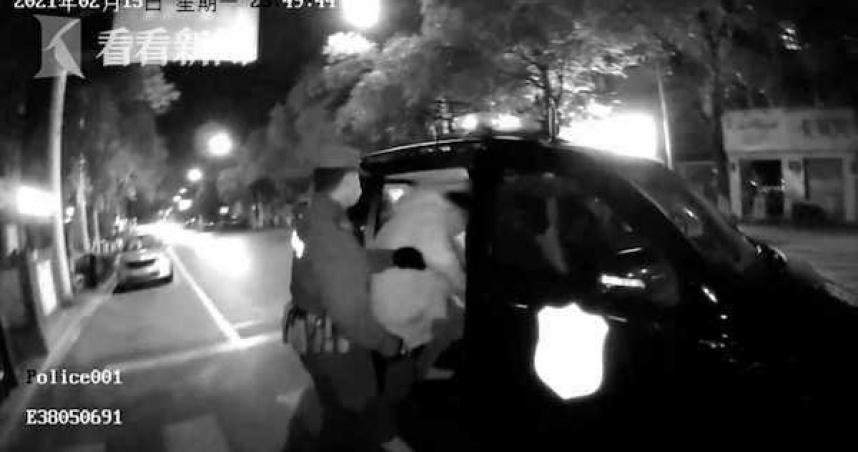 不是SOD!性感睡衣女威脅「不陪酒就負評」外送員一摸…慘被警察抓