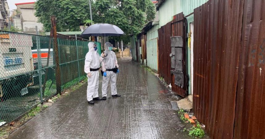 確診男打亞東護理師逃回家中 警方雨中罰站2小時等衛生局派人來