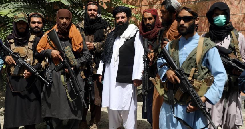 阿富汗男同志遭誘騙毆打 塔利班成員還打電話給他爸「強制出櫃」