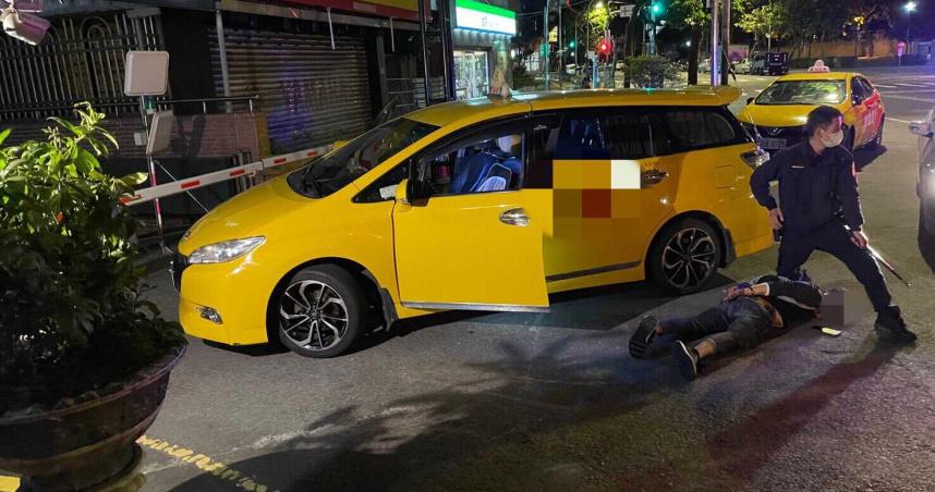 醉男搭小黃稱「想尿尿」欲落跑 運將討錢他踹人搶計程車