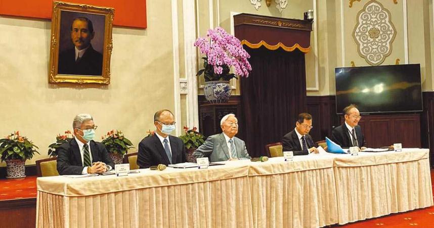 APEC視訊會議 張忠謀親自撰稿發言:後疫情數位科技供應鏈 台灣扮要角