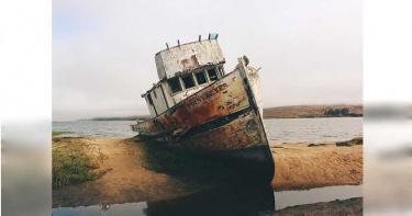 貨船擱淺11個月…10船員「吃罐頭喝海水」維生 6人崩潰逃上岸獲救