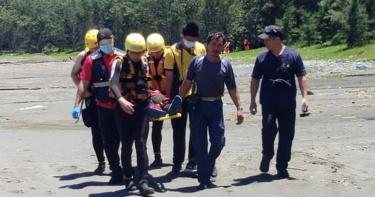 3高中生台東「天空之鏡」戲水 遇大浪遭捲走送醫急救