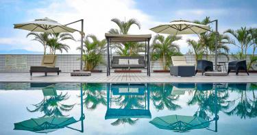 無邊際泳池畔遠眺龜山島 超chill的宜蘭旅行住這裡
