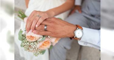 5旬父再婚 男見喜帖驚新娘竟是女友