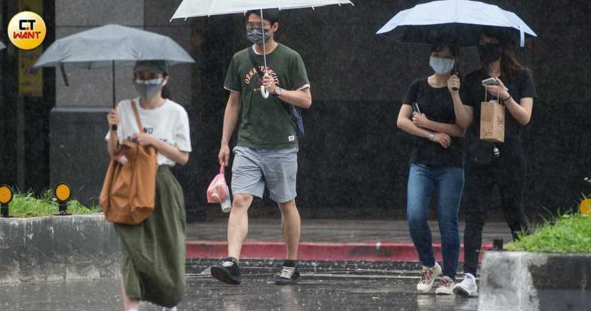 午後豪雨炸花蓮!10縣市豪、大雨特報 輕颱「薔琵」最新動態曝光