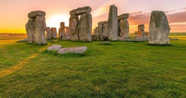 英國批准巨石陣下挖隧道 男子自稱「亞瑟王轉世」示警恐有神靈作祟
