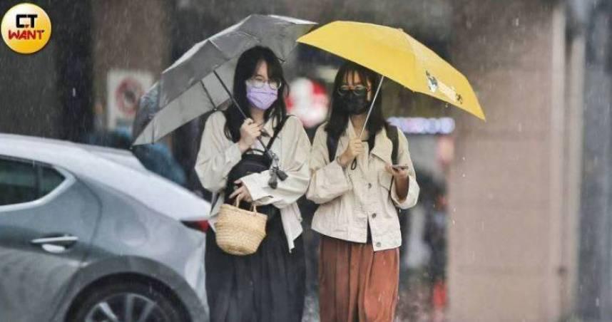 氣象局晚間發布6縣市大雨警報 熱帶低壓西進升格颱風?7天後靠近台灣