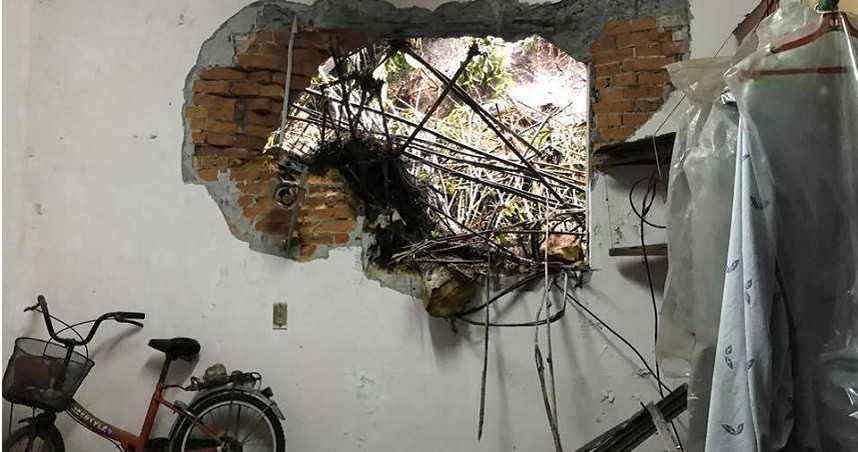 大雨釀災!基隆民宅傳巨響 牆壁窗戶遭落石砸出大洞